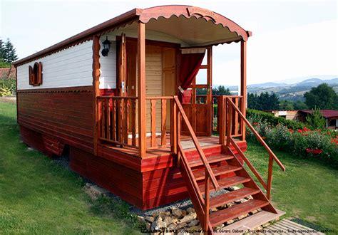 chambre d hote roulotte roulotte beaujolais des pierres dorées rhône rhône