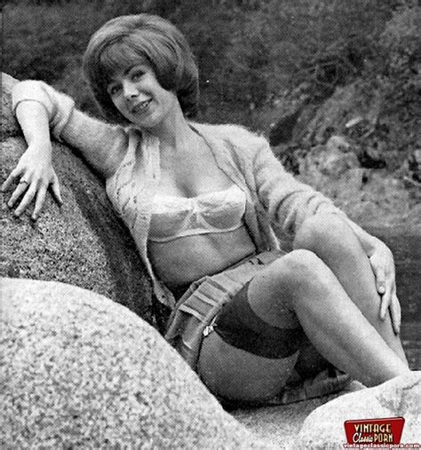 Vintage Sexy Classic Sixties Girls Posing Naked Outdoors