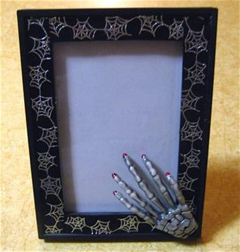 Halloween Frame Revamp » Dollar Store Crafts