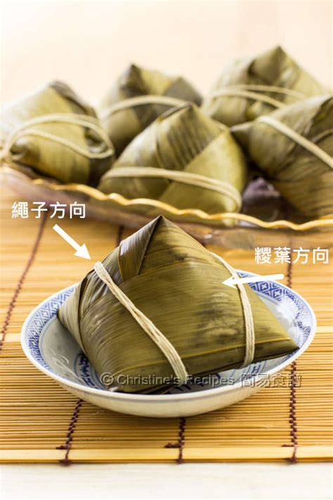 wrap  pyramid shaped sticky rice dumpling