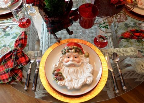 santa themed tablescape  santa plates   sleigh