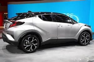 Nouvelle Toyota Chr : new toyota c hr gets 1 2l turbo 2 0l and 1 8l hybrid powertrains new pics ~ Medecine-chirurgie-esthetiques.com Avis de Voitures