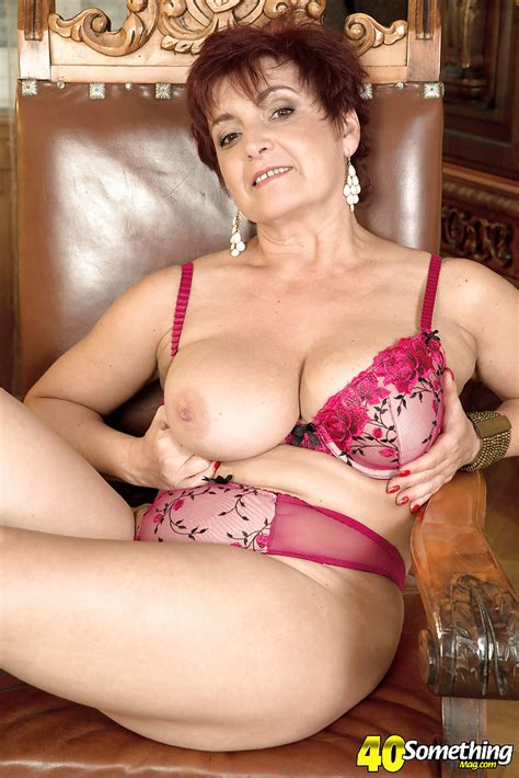 Chubby Mature Lady Jessica Hot Exposing Big Natural Tits