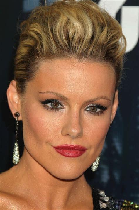elegant pompadour hairstyles for ladies