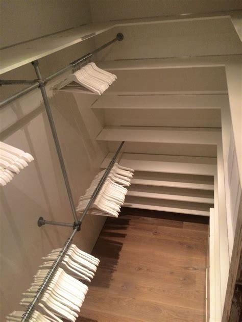 walk in closet diy walk in closet diy steigerbuizen witte planken