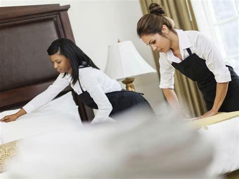 femme de chambre hotel de luxe marriott encourage les pourboires pour ses femmes de