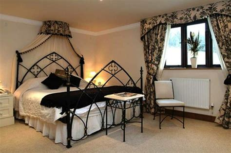 stylish  elegant gothic bedroom design ideas