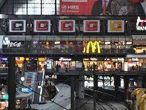 Frühstück Hamburg Hauptbahnhof : mcdonald 39 s im hauptbahnhof hamburg hamburg altstadt restaurant bewertungen telefonnummer ~ Orissabook.com Haus und Dekorationen