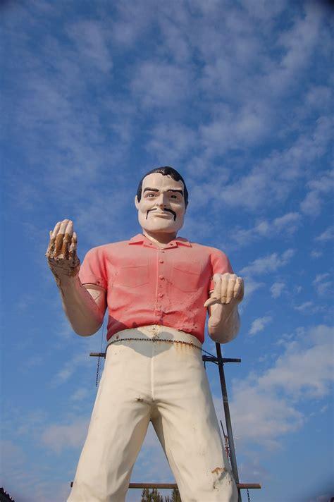 Preserving the Muffler Men, America's Fiberglass Giants