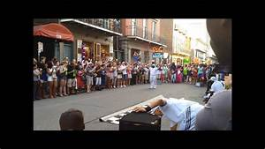 new orleans dancers on balcony