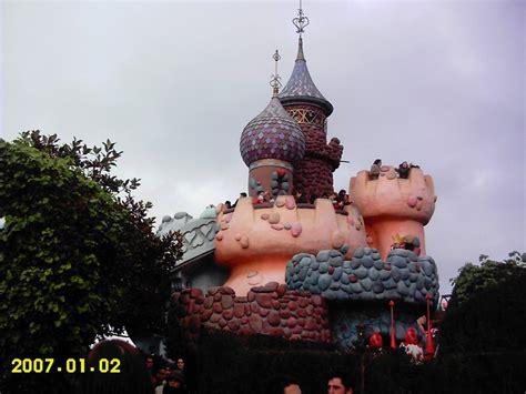 queen  hearts castle alice  wonderland play area