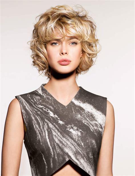 merveilleux coupe courte femme  cheveux epais coupe