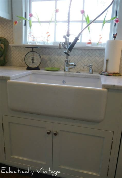 kitchen sink backsplash 32 best images about klassy kitchens on 2573