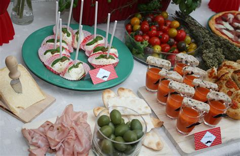 cuisine designer italien moustache décoration de buffet salé