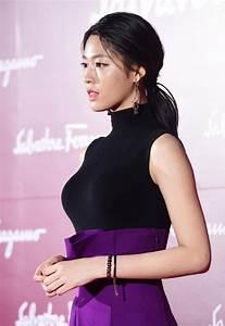 Seolhyun's latest figure-hugging outfit left fans ...