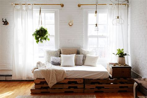 replace  sofa   daybed decorating lonny