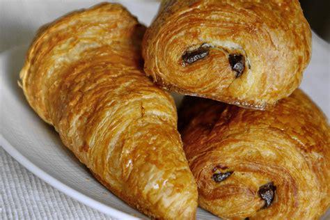 croissant avec pate feuilletee industrielle recette de croissants et de pains au chocolat le tourage de la p 226 te lev 233 e feuillet 233 e par chef