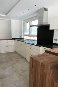 Kuche in weiss mit echtholz arbeitsplatte for Echtholz arbeitsplatte küche