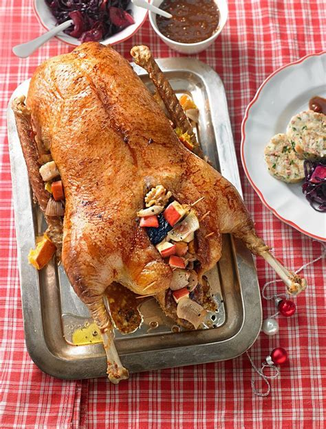 gefuellter gaensebraten mit serviettenknoedeln kulinariya