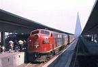 Archivo:Locomotora en tren de pasajeros, años 1960s.jpg ...