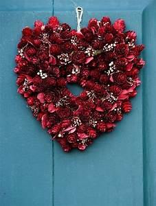 6 Pretty Little DIY Valentine's Day Wreaths