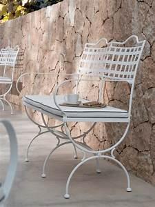 Banc De Jardin En Fer : bancs de jardin pour profiter pleinement des beaux jours ~ Melissatoandfro.com Idées de Décoration