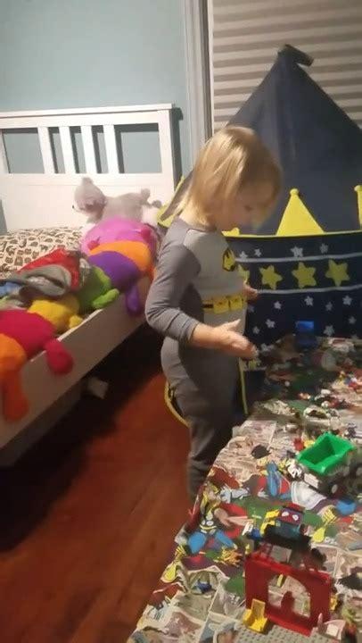 chambre qui fait peur une maman fait peur à enfant dans sa chambre