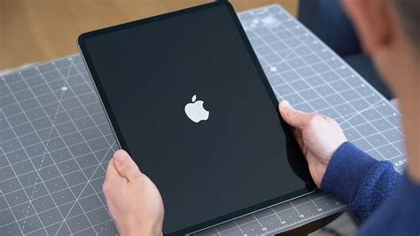 apple ipad pro  hands    laptop