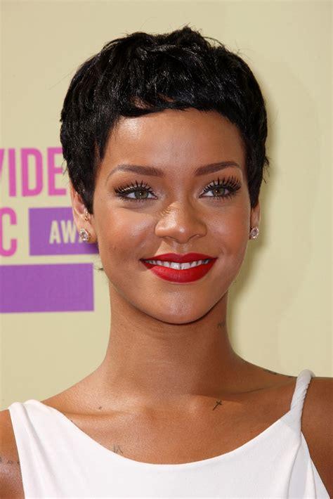 Bob Frisuren Die Moderne Kurzhaarfrisurbob Frisur Rihanna by Rihanna Kurzhaarfrisuren Trend Frisuren Stil