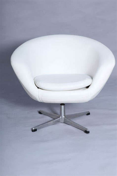 White Swivel Pod Chair by Pair Of Overman Swivel Pod Chairs At 1stdibs