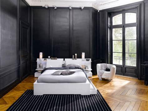 quel mur peindre en couleur dans une chambre peindre les murs en noir pour créer une ambiance