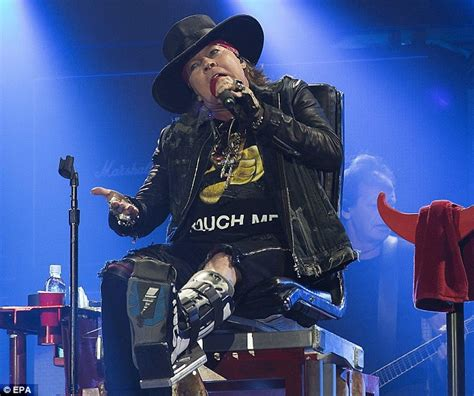 axl rose und ac dc axl rose puts on belting performance in cushy chair as he