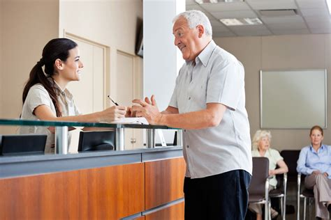 doctor s office front desk jobs réceptionniste salaire études rôle compétences