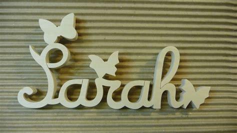 prenom sur porte chambre lettres attachées bois naturel papillon prénoms en bois