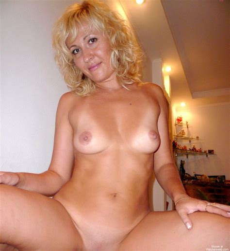 Watchersweb Amateur Milf Mom Sexy Exposing Hot Body Showing View German Mom Showing Goods 1