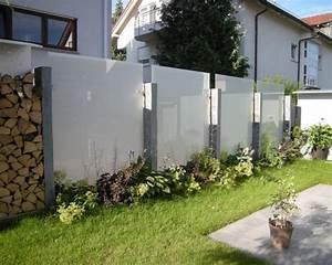 Sichtschutz Modern Design : glas und edelstahl als sichtschutz im garten ~ A.2002-acura-tl-radio.info Haus und Dekorationen
