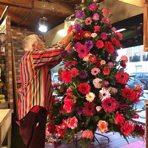 People Are Decorating Their Christmas Trees With Flowers