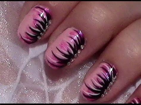 pink schwarzes nageldesign mit nagellack selber machen