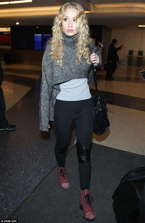 Schouw Foodware by Iggy Azalea S Blonde Curls 40 Curly Hair Inspos That Every