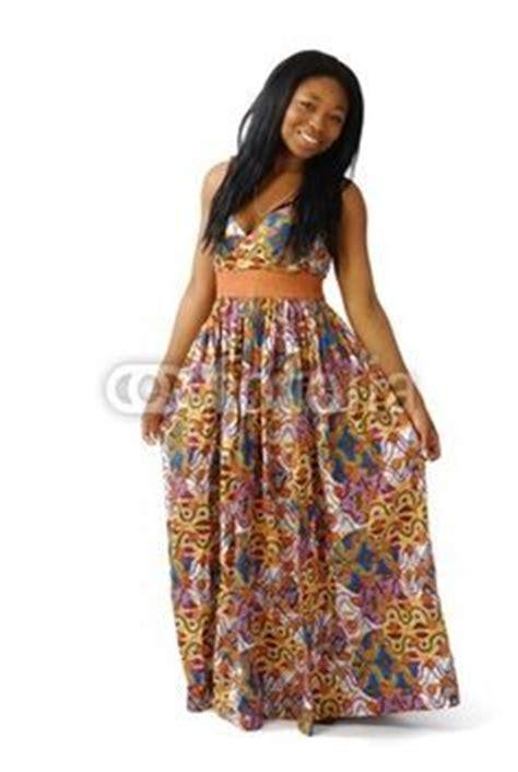 modele de robe en pagne uniwax couture style africain mode africaine et femmes