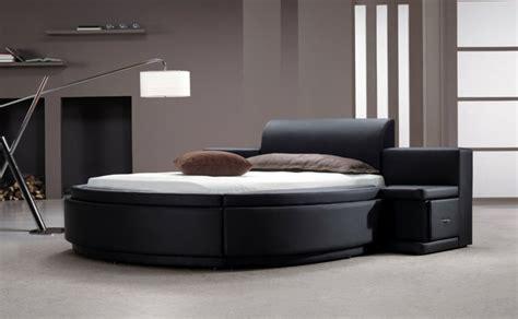 chambre a coucher avec lit rond choisissez un lit en cuir pour bien meubler la chambre à