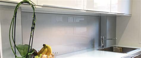 credences cuisines crédence en verre laqué pour votre cuisine verre laque com