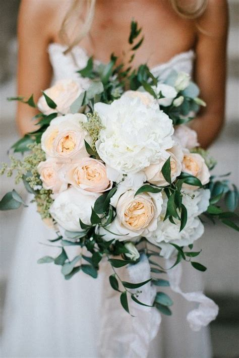 charming neutral wedding bouquets   trends