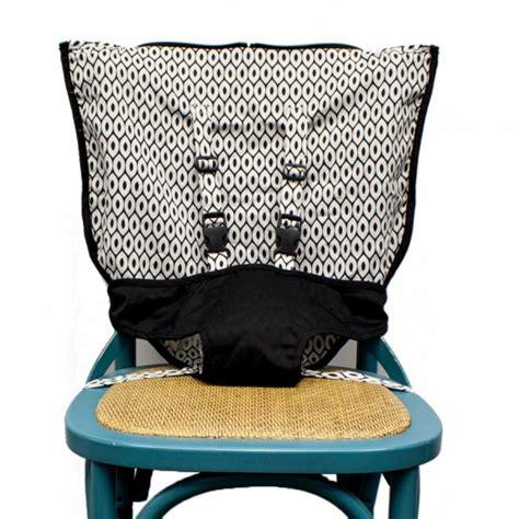 chaise haute voyage chaise haute de voyage de mint marshmallow poupons cie