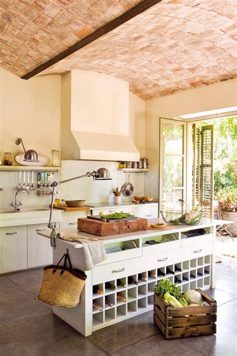 lo que debes llevar a cocinas blancas rusticas las 10 cosas que debe tener una cocina rústica