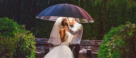 creative wedding kiss  wedding