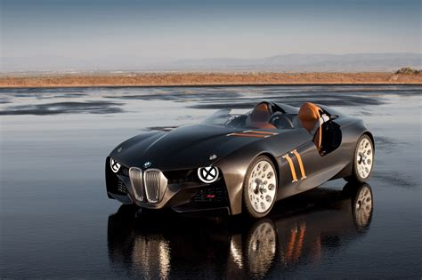 bmw  hommage unveiled  celebrate  anniversary