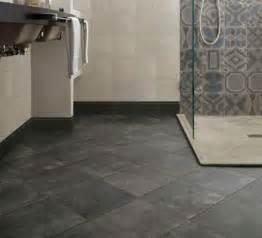 plaques adhesives salle de bain bien choisir sol de salle de bains leroy merlin