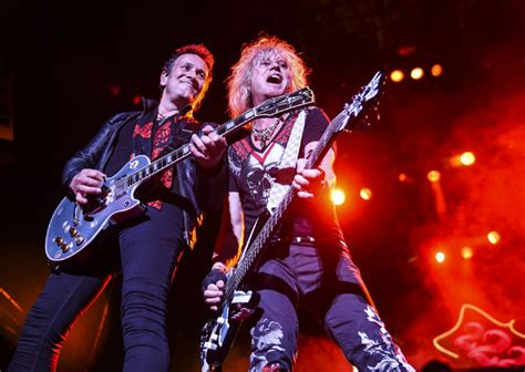 Guns N' Roses Vs. Def Leppard