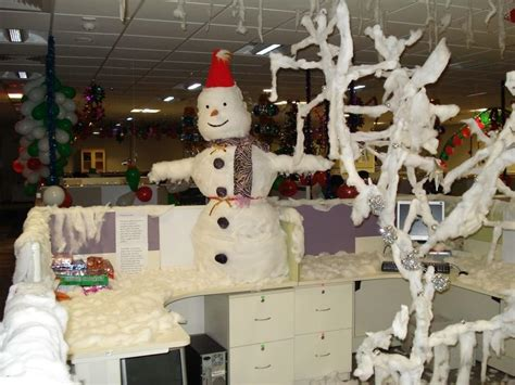 office desk christmas decorations 19 of the best and worst office christmas decorations you